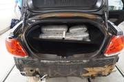 Drogenpakete im Kofferraum des Wagens. (Bild: pd)
