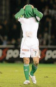 Herbst 2007: St. Gallens Davide Callà nach einer 2:7-Niederlage unter Trainer Rolf Fringer gegen die Young Boys. (Bild: Hannes Thalmann)