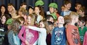 Strahlende und staunende Kindergesichter prägen das Bild an der Einweihung des Schulhauses Neubündt in Rüthi. (Bilder: Remo Zollinger)