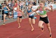 Die elfjährige Julie Leuenberger vom STV Au (vorne) sprintete (und sprang und warf) am Schweizer Final auf den dritten Platz. (Bild: Archiv/dze)