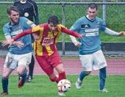 Juniorentrainer Afet Mevmedoski (links) und Burak Eris kämpften wie ihre St. Margrether Teamkollegen um jeden Ball. (Bild: Ulrike Huber)