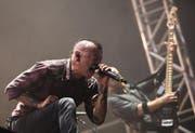 Chester Bennington von Linkin Park schreit sich die Seele aus dem Leib während einem Konzert in Israel. (Bild: Keystone/Archiv)