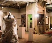 Bizarrer Kunstraum: Katrin Mosimanns Plüschtierkleid. (Bild: Luca Linder (Luca Linder))