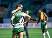 Roman Buess tröstet nach dem 0:2 gegen die Young Boys Albian Ajeti, der in der Startphase nur die Latte getroffen hatte. (Bild: Ralph Ribi)