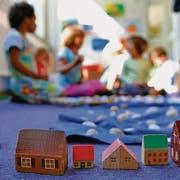 Bei Pro Pallium kümmern sich Freiwillige um Familien mit schwerkranken Kindern. Spielen ist dabei wichtig. (Bild: ky/Georgios Kefalas)