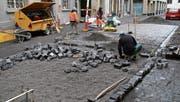 1000 Quadratmeter Strasse werden in der Hinterlauben neu mit Pflastersteinen belegt. (Bild: Christoph Renn)
