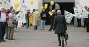 Quartierbewohner versuchen, die Stadtparlamentarier vom Erhalt der Poststellen zu überzeugen. (Bild: Sophie Probst)