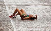Marathon verloren, persönliche Bestzeit verpasst: Die Portugiesin Ana Dulce Felix reiht sich erschöpft ein ins grosse Heer der an Olympia Gescheiterten. (Bild: epa/Kerim Okten)