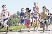 Nach dem Startschuss spurteten die Kinder wie die Profis los und hielten bis zum Ziel durch. (Bild: hal.)