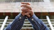 Die Hände eines Gefangenen ragen aus dem Zellenfenster. Bei Verstoss gegen die Bewährungsauflagen droht das auch den zwei Verurteilten. (Bild: AP Photo/Miguel Villagran)