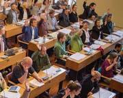 Sitzen im Parlament neben- und politisieren oft miteinander: die Grünen und die SP. (Bild: Benjamin Manser)