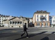 Das Spanische Klubhaus (l.) bleibt vorderhand an Ort und Stelle. (Bild: Hanspeter Schiess)