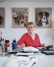 Marianna Carruzzo in ihrem Gossauer Atelier, wo sie malt und Kurse veranstaltet. (Bild: Urs Bucher)