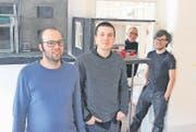 Jung und sehr erfolgreich: Die Bernecker Olivier Hug und Samuel Bänziger teilen sich ihr St. Galler Büro mit zwei Architekten: dem aus Thal stammenden Peter Hutter und dem Portugiesen Ivo Barão (von links). (Bild: Gert Bruderer)