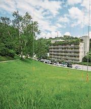 Gegenüber der GBS an der Demutstrasse sollen Alterswohnungen entstehen. (Bild: Urs Bucher)