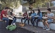 Gemeinsames Musizieren der Schweizer Jugendlichen mit den jungen Asylsuchenden. (Bild: PD)