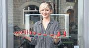 Die 15jährige Luisa Zürcher mit ihrer Plastilinfigur für den preisgekrönten Kurzfilm «How did you sleep?». (Bild: Urs Bucher)