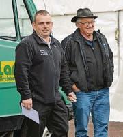 Zwei Wetterfrösche: Käser Martin Kurmann und Landwirt Ueli Hui (von links).