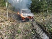 Der Fluchtwagen wurde zum Raub der Flammen. (Bild: Kapo TG)