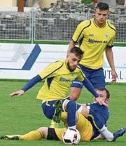 Die Au-Bernecker, hier mit Rijad Abazi (vorne) und dem später vom Platz gestellten Ahmet Cetinkaya, kassierten im Heimspiel gegen Widnau die dritte Niederlage in Folge. (Bild: Ulrike Huber)