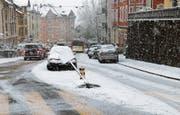 Der Schnee führte, wie hier auf der Teufener Strasse in St. Gallen, zu einigen Unfällen. (Bild: Stapo St. Gallen)
