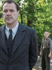 Ernst Lossa wird in «Nebel im August» von den Nazis in eine Nervenheilanstalt abgeschoben. Zusammen mit anderen Kindern ist er Doktor Walter Veithausen schutzlos ausgeliefert. (Bild: Outnow)