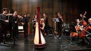 Einer der Höhepunkte gleich zur Eröffnung: Linda Bartholet, Harfe, und das Streicherensemble KSH-Strings. (Bild: Max Pflüger)