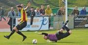 Zu Beginn hatte Altstätten noch mehr vom Spiel: Nach dieser Turneinlage des Rappi-Goalies bereitete Ramon Gächter Bektesis Kopfball-Chance vor. (Bild: Yves Solenthaler)