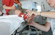 Das Pflegepersonal gehört zu den Mitarbeitergruppen, bei denen Teilzeitarbeit bereits weit verbreitet ist. (Bild: Archiv TZ)