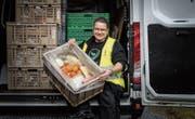 Rund 25 Tonnen Lebensmittel werden laut Markus Hofmann wöchentlich abgegeben. (Bild: Michel Canonica)