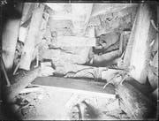 Durch diesen senkrechten Stollen stiessen die Arbeiter auf Pedersoli. Sie zogen ihn an den Füssen raus und wickelten ihn in warme Teppiche. (Bild: PD/Staatsarchiv St. Gallen)