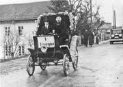 Karl Friedrich Gegauf fährt das erste Auto im Thurgau. (Bild: PD)