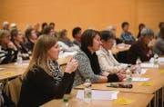 So viele Frauen wie bei diesem Frauennetz-Anlass 2014 werden auch in der kommenden Legislatur nicht im Gossauer Stadtparlament sitzen. (Bild: Ralph Ribi)