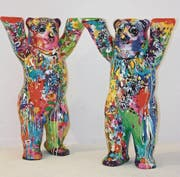 Die ein Meter hohen Zwillingsbären sind ein Meitli (links) und ein Bub (rechts), und sie heissen auch genau so: «Twin Bear Girl» und «Twin Bear Boy». (Bild: PD)