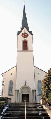 Die Aussentreppe von der Kirche hinunter zur Kirchstrasse ist stark verwittert und muss saniert werden. (Bild: Philipp Stutz)