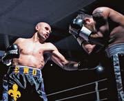 Der 34-jährige Enes Zecirevic (links) hat seinen ersten Kampf nach fast einem Jahr Wettkampfpause überlegen nach Punkten gewonnen. (Bild: pd)