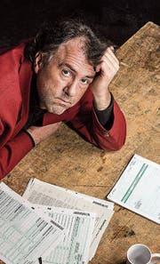 Wegen der Steuererklärung bleibt bei Kabarettist Stefan Waghubinger alles andere liegen. (Bild: PD)