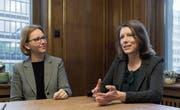 Claudia Martin (links) und Sonja Lüthi sind seit Anfang Jahr Stadträtinnen in Gossau und St. Gallen. (Bild: Hanspeter Schiess)