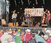 Gedränge vor der Bühne des Kinderland-Open-Airs in Gossau. (Bild: Manuela Bruhin)