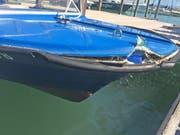 Das Mietboot nach der Kollision mit der Fähre. (Bild: Kapo TG)