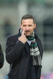 St.Gallen-Trainer Joe Zinnbauer regte sich im Heimspiel gegen GC mehrfach über den Schiedsrichter auf - schliesslich entschuldigte er sich bei ihm. (Bild: Urs Bucher)