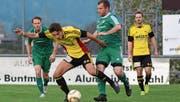 Altstätten lieferte als Mannschaft eine überzeugende Leistung ab, hier Dejan Jevtic, beobachtet von Simon Lichtenstern (r.). (Bild: Yves Solenthaler)
