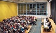 Grosser Andrang an der Bürgerversammlung von Oberuzwil in der Mehrzweckhalle Breite. (Bild: Angelina Donati)