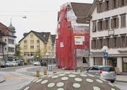 An der St. Gallerstrasse 23 (rot eingerüstet) gibt es bald eine weitere Pizzeria. (Bild: Johannes Wey)
