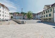Seit seiner Sanierung präsentiert sich der Gallusplatz ganz bewusst als leer und freie Fläche. Den einen gefällt's so, andere vermissen die Blumen. (Bild: Hanspeter Schiess)