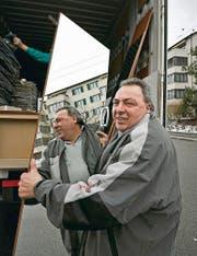 Hat auch schon 30 000 Franken unter einem Kopfkissen gefunden: Zügelmann Paul Wehrle. (Bild: Ralph Ribi)