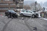 An diesen beiden Fahrzeugen gibt es nichts mehr zu reparieren. (Bild: Kapo SG)