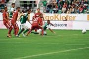 Die Erlösung: Marco Aratore (rechts) trifft in der 76. Minute per Kopf zum 1:0. (Bild: Freshfocus)