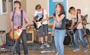 Eröffnet wurde das Schulfest durch die Rock-Gruppe Neptun. (Bild: pd)