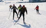 Die Schülerinnen und Schüler des Gymnasiums St. Antonius Appenzell bereiteten sich in Gonten auf ihren Start am Engadiner Skimarathon vor. (Bild: Patrick Baumann)
